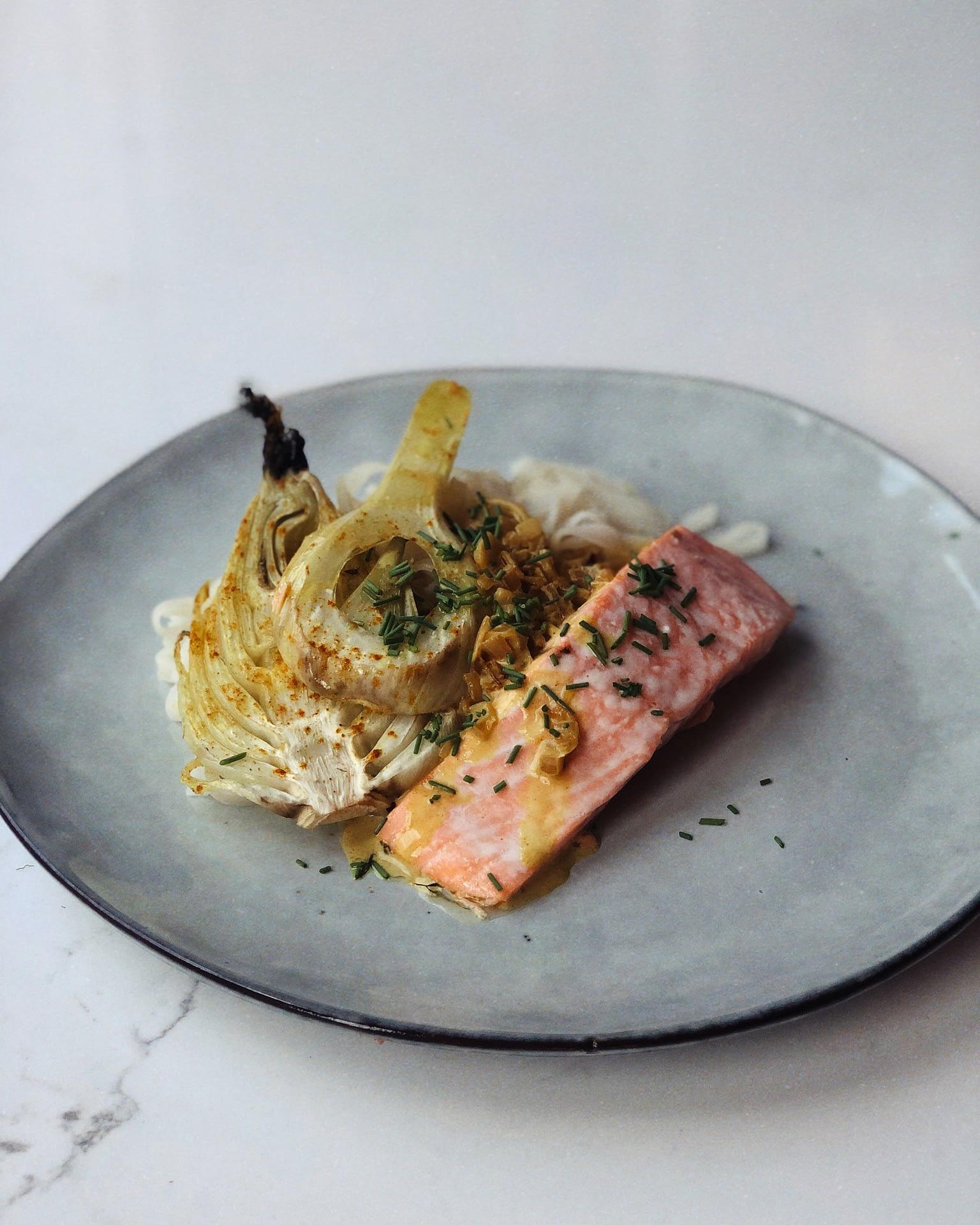 Pavé de saumon au curry jaune et fenouil