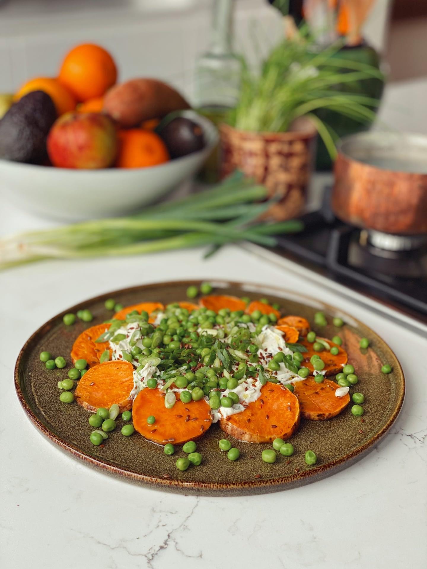 Salade de patates douces, fromage frais et petits pois