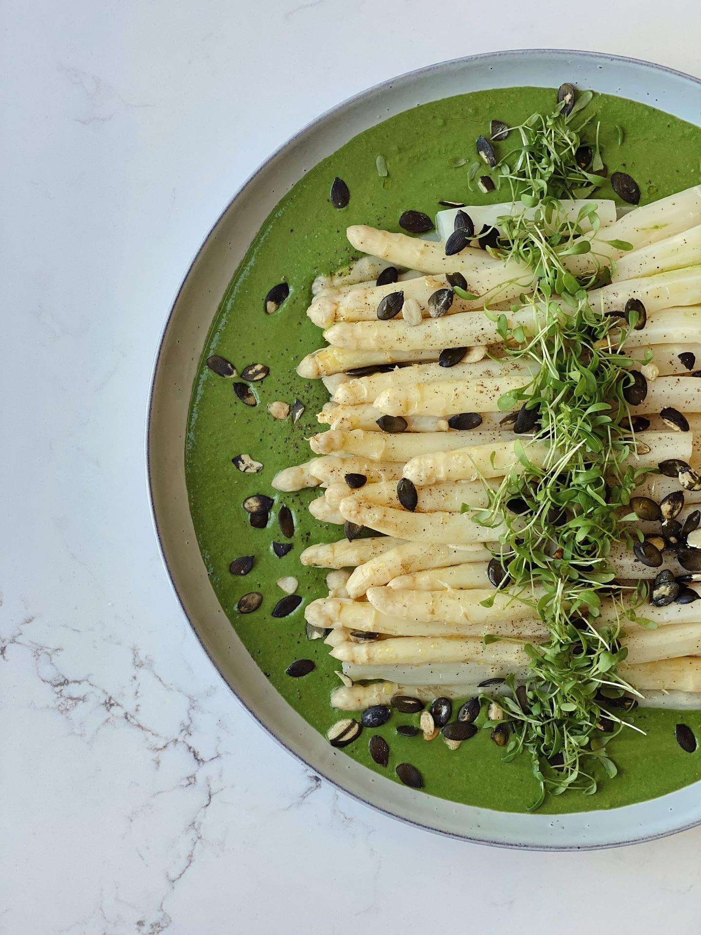 Asperges blanches, sauce verte au parmesan