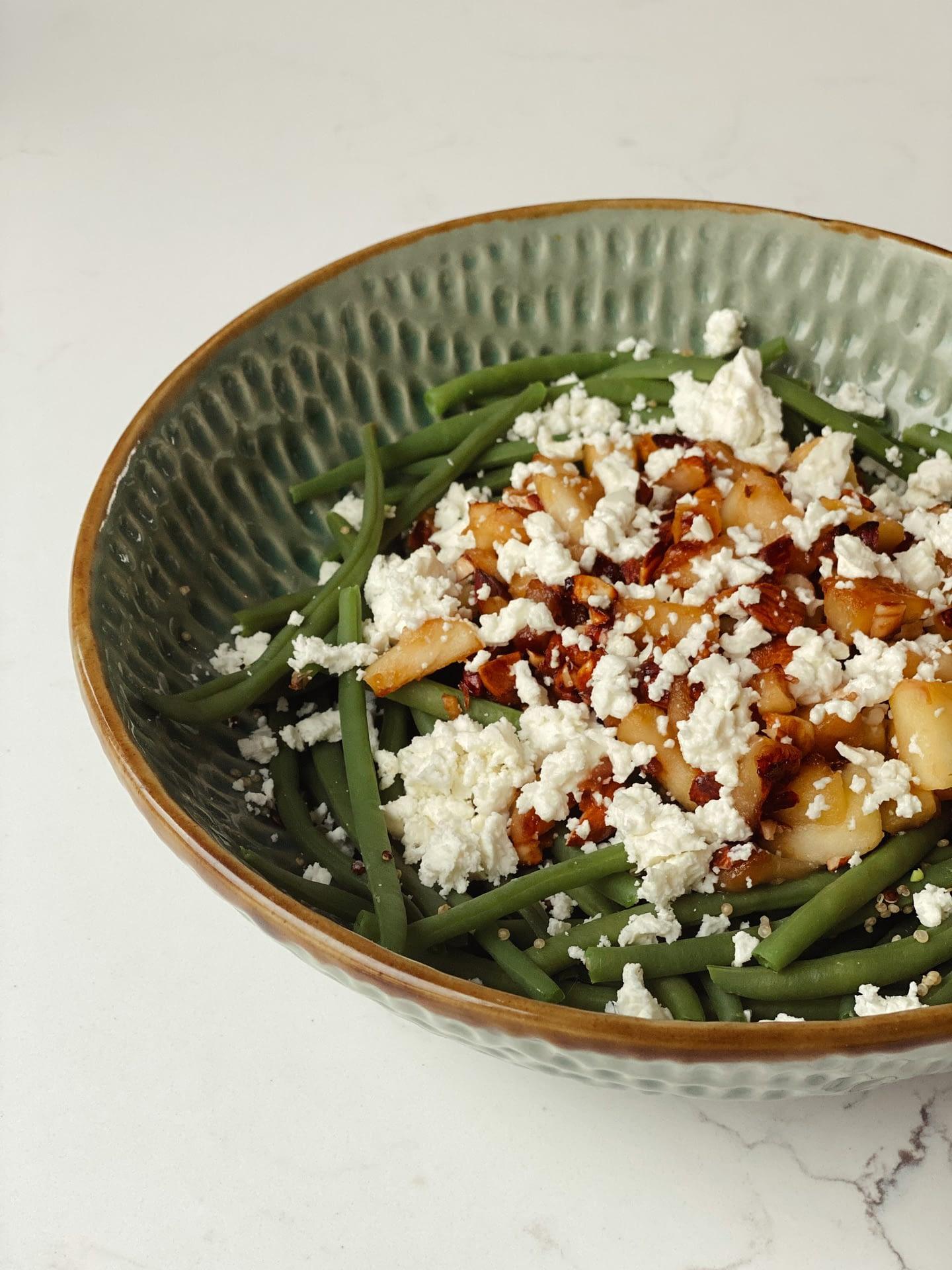 Salade de quinoa, haricots verts et pommes caramelisées